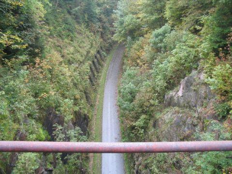 Brücke über der Einschnitt Auwallenburg